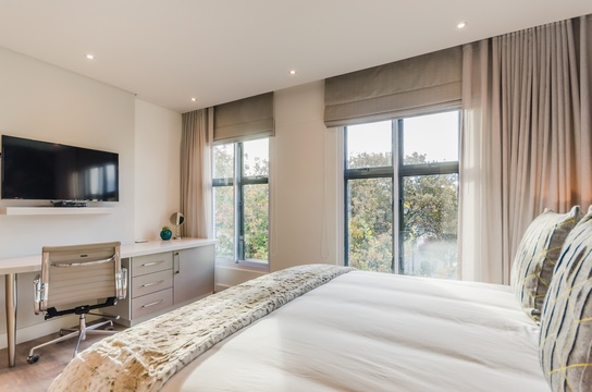 Double Luxury Bedroom -Botanical Gardens
